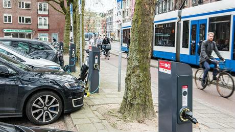 Elektrische auto's – volle kracht vooruit in de verkeerde richting?